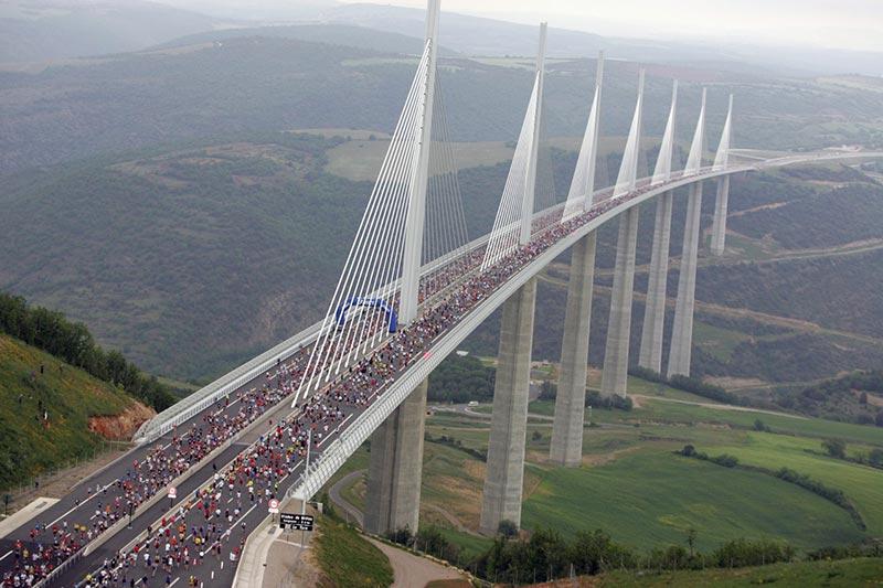 Большепролетный висячий мост новой конструкции