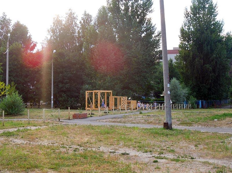 Детская площадка и природа
