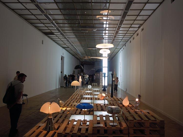 Искусство сочетания поддонов и ламп