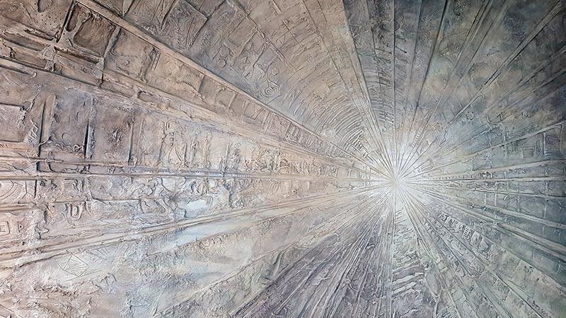 фото рельефной стены